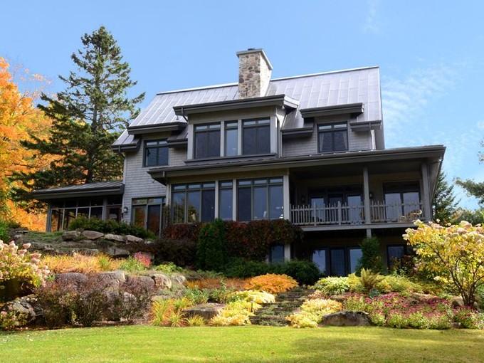 Nhà ở một gia đình for sales at Laurentians   Sainte-Anne-des-Lacs 51 Ch. Godefroy Sainte-Anne-Des-Lacs, Quebec J0R 1B0 Canada