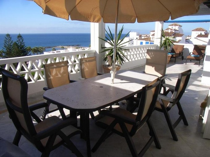 Apartamento for sales at Spectacular duplex penthouse in Puerto Banús  Marbella, Costa Del Sol 29660 Espanha