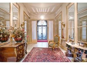 Maison de ville for Ventes at Charming Private Mansion - Triangle d'Or  Paris, Paris 75008 France