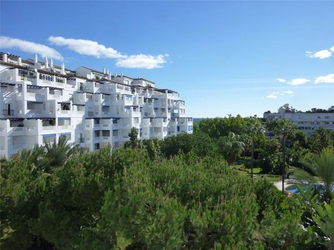 Квартира for sales at Spacious beachside apartment  Marbella, Costa Del Sol 29660 Испания