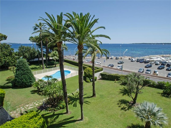 Apartamento for sales at Cannes, seaside building with swimming pool.  Cannes, Provincia - Alpes - Costa Azul 06400 Francia