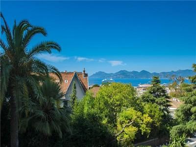 Apartamento for sales at 4 room apartment with sea views  Cannes, Provincia - Alpes - Costa Azul 06400 Francia