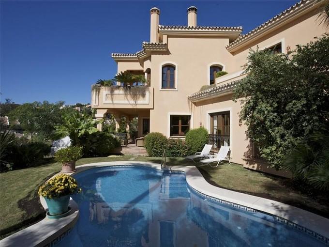 Vivienda unifamiliar for sales at Andalusian style villa    Benahavis, Costa Del Sol 29679 España