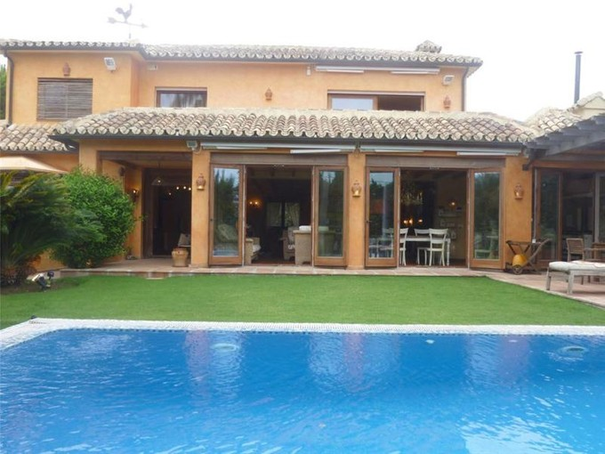 Villa for sales at Villa completely refurbished situated on beachside  Marbella, Costa Del Sol 29600 Spagna