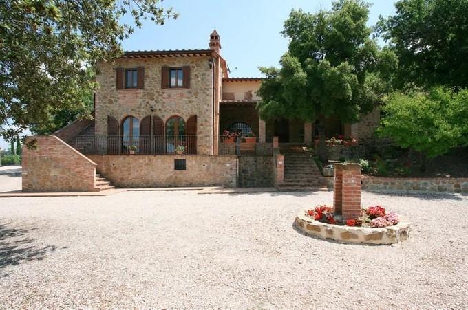 Maison unifamiliale for sales at Charming restored farmhouse in Umbria Paciano Perugia, Perugia 06060 Italie