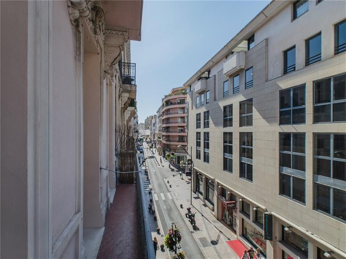 Appartamento for sales at Cannes Center town - 3 roomed apartment + studio  Cannes, Provenza-Alpi-Costa Azzurra 06400 Francia