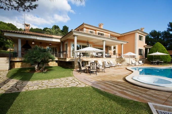 Maison multifamiliale for sales at Villa with large, flat plot in Son Vida   Palma Son Vida, Majorque 07013 Espagne