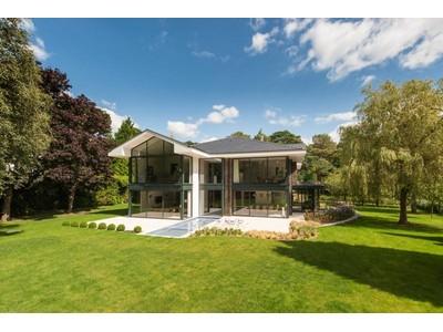 Nhà ở một gia đình for sales at Le Pinede 28 Bury Road Poole, England BH13 7DF United Kingdom