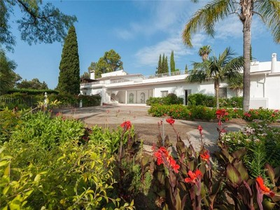 Casa Unifamiliar for sales at wonderful villa with lovely mature gardens  Marbella, Costa Del Sol 29679 España
