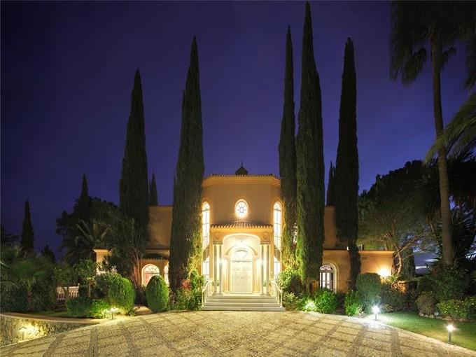 Moradia for sales at Stunning villa in New Golden Mile    Benahavis, Costa Del Sol 29679 Espanha