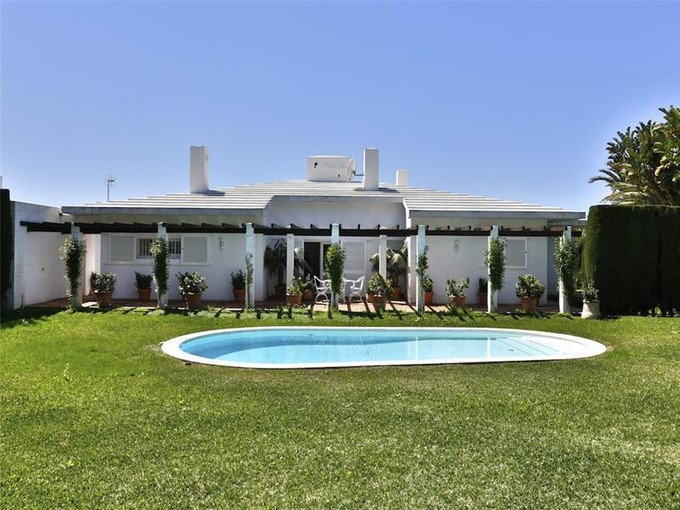獨棟家庭住宅 for sales at Front line beach villa   Estepona, Costa Del Sol 29680 西班牙