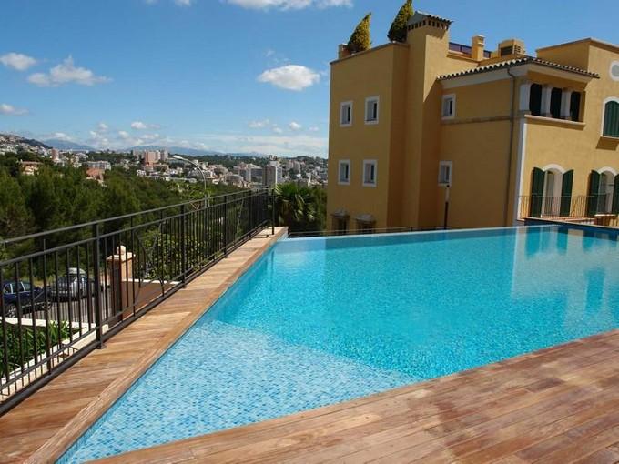 Apartamento for sales at Esplendida planta baja con jardín privado  Calvia, Mallorca 07181 España