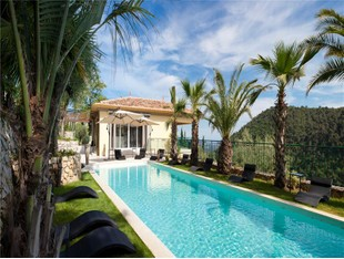 Other Residential for sales at Quiteness and refinement for this renovated villa,  Grasse, Provence-Alpes-Cote D'Azur 06130 France
