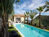 Autre Bien Résidentiel for sales at Luxueuse villa rénovée au cœur d'un petit domaine privé  Grasse,  06130 France