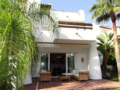 Таунхаус for sales at Exceptional townhouse located on the beachside  Estepona, Costa Del Sol 29680 Испания