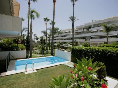 Wohnung for sales at A superb apartment in a frontline beach developmen  Marbella, Costa Del Sol 29660 Spanien