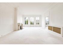Квартира for sales at Charming Apartment- Etoile    Paris, Париж 75016 Франция