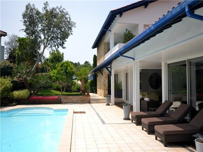Villa for sales at On the golf of Bassussarry  Biarritz, Aquitania 64200 Francia