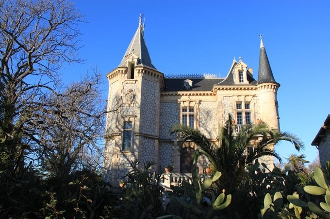 Casa multifamiliare for sales at BEAUTIFUL CASTLE IN NARBONNE  Narbonne, Languedoc-Roussillon 11000 Francia