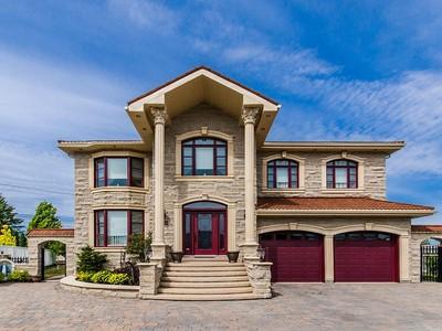 Частный односемейный дом for sales at Riviere des Prairies  Montreal, Квебек H1E 6E9 Канада