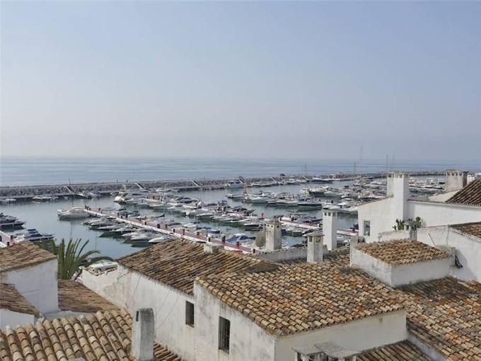 Appartamento for sales at A stunning apartment within Puerto Banus  Marbella, Costa Del Sol 29660 Spagna