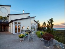 Moradia for sales at Charismatic West Coast Home Victoria, Columbia Britanica Canadá