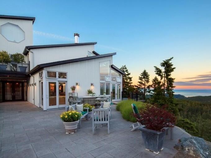 独户住宅 for sales at Charismatic West Coast Home Victoria, 不列颠哥伦比亚省 加拿大