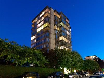 Appartamento for sales at Ambleside Penthouse #1203 - 1480 Duchess Avenue West Vancouver, Columbia Britannica V7T 2W2 Canada