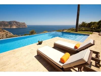 Mehrfamilienhaus for sales at Außergewöhnliche Villa in erster Linie in La Mola  Port Andratx, Mallorca 07157 Spanien