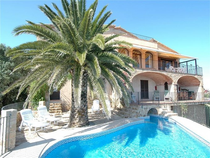 Maison unifamiliale for sales at Exquise villa de style rustique avec des vues imprenables sur la mer  Platja D Aro, Costa Brava 17250 Espagne