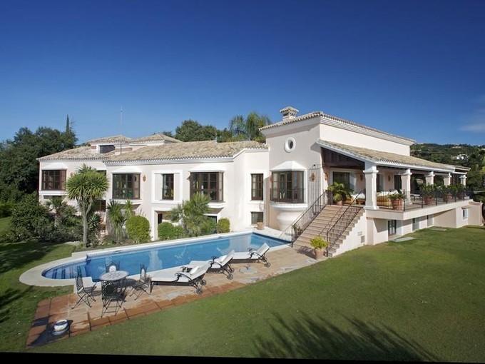 Maison unifamiliale for sales at Great family villa with stunning views in La Zagal La Zagaleta Benahavis, Costa Del Sol 29600 Espagne