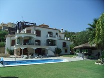 Villa for sales at Magnificent villa with contemporary interiors    Benahavis, Costa Del Sol 29679 Spagna