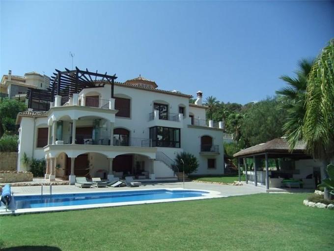 Maison unifamiliale for sales at Magnificent villa with contemporary interiors  Benahavis, Costa Del Sol 29679 Espagne