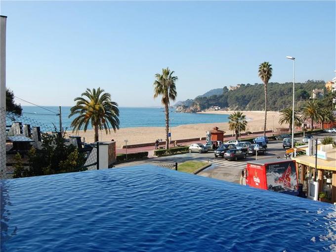 Vivienda unifamiliar for sales at Villa moderna frente a la playa    Lloret De Mar, Costa Brava 17310 España