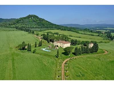 Apartamentos multi-familiares for rentals at Spectacular Tuscan estate for seasonal rental Ribolla  Grosseto, Grosseto 58027 Itália