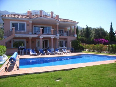 Einfamilienhaus for sales at Family villa with fantastic lake and mountain view  Marbella, Costa Del Sol 29611 Spanien