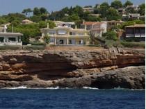 Einfamilienhaus for sales at Wunderschöne Villa in 1. Meereslinie, Santa Ponsa  Santa Ponsa, Mallorca 07181 Spanien