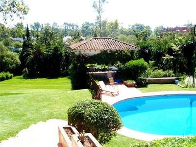 Vivienda unifamiliar for sales at Magnifica propiedad situada al lado de la playa  Estepona, Costa Del Sol 29680 España