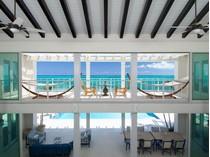 Vivienda unifamiliar for sales at Azure Villa Beachfront Blue Mountain, Providenciales TCI BWI Islas Turcas Y Caicos