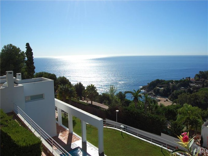 一戸建て for sales at Magnificent villa of an exceptional design in Cala  Blanes, Costa Brava 17300 スペイン