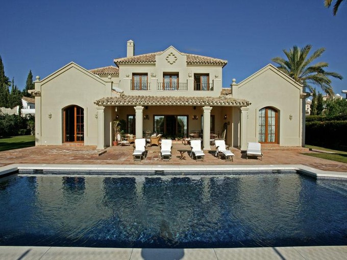 Частный односемейный дом for sales at Beautifully Presented Villa With Sea Views   Estepona, Costa Del Sol 29680 Испания