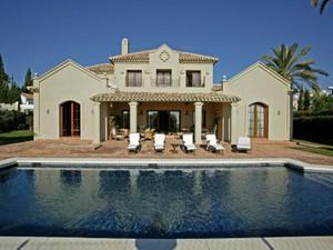 Single Family Home for Sales at Beautifully Presented Villa With Sea Views  Estepona, Costa Del Sol 29680 Spain