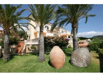 다가구 주택 for sales at Villa with sea views in Camp de Mar  Andratx, 말로카 07160 스페인