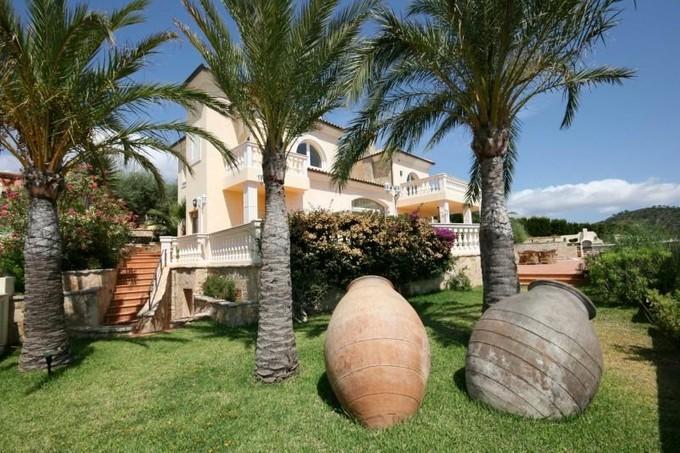 Apartamentos multi-familiares for sales at Villa with sea views in Camp de Mar  Andratx, Palma De Maiorca 07160 Espanha