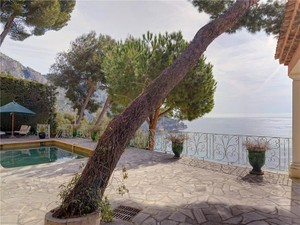 Additional photo for property listing at Superb family home in provencal style  Eze, Provence-Alpes-Cote D'Azur 06360 France