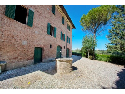 Maison unifamiliale for sales at Traditional country home in tuscany Strada degli Agostoli Siena, Siena 53100 Italie