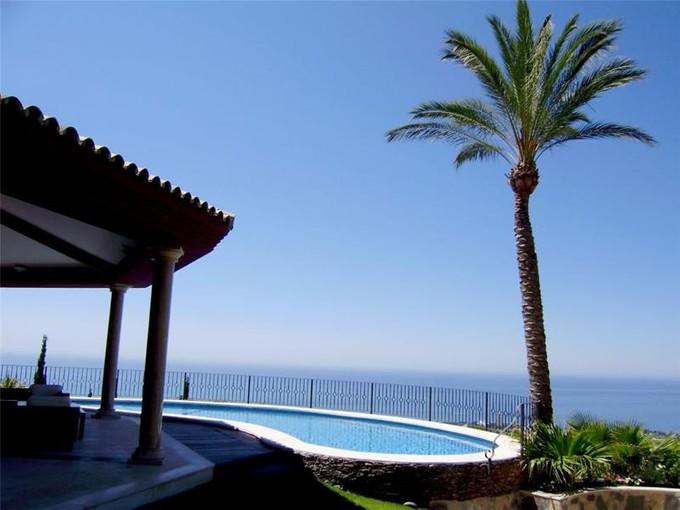 Casa para uma família for sales at Beautiful villa overlooking the western coastline  Marbella, Costa Del Sol 29600 Espanha