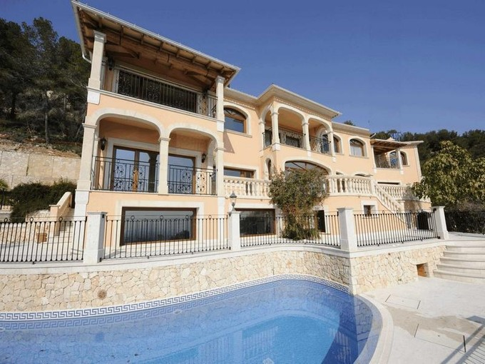Mehrfamilienhaus for sales at Villa mit atemberaubendem Blick über Palma  Palma Son Vida, Mallorca 07013 Spanien