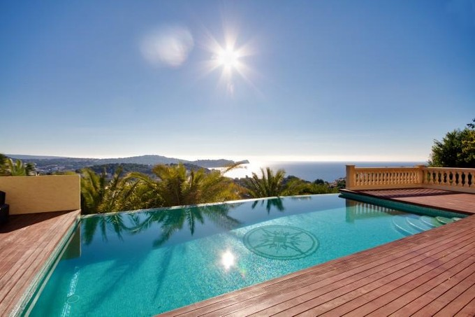 Maison unifamiliale for sales at Villa avec vues sur la mer, à Costa de la Calma  Santa Ponsa, Majorque 07180 Espagne