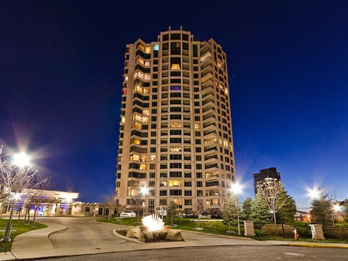 Piso for sales at Nun's Island 300 Av. des Sommets, apt. PH1-6 Montreal, Quebec H3E 2B7 Canadá